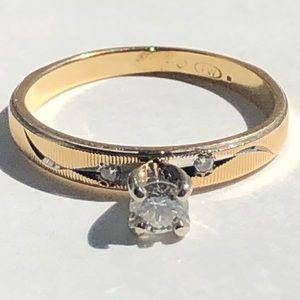 Jewelry - 14K Yellow Gold 3 Diamonds Ring